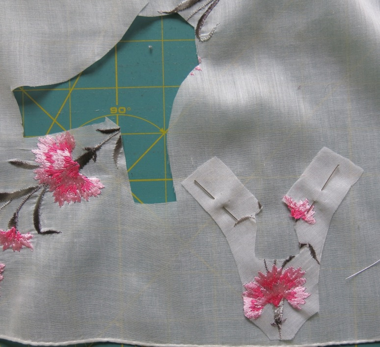 Bodice stitched to lining before cutting it out